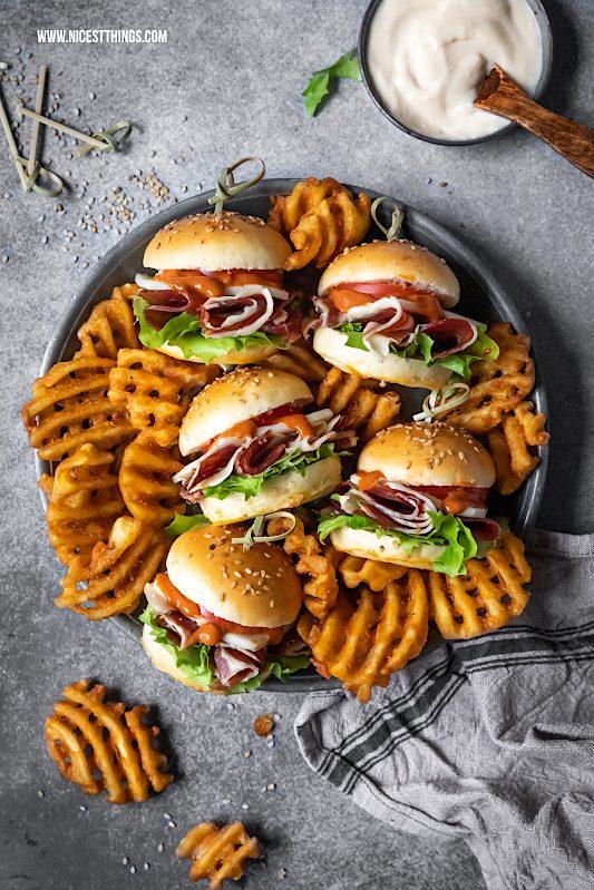 Werbung / Mini Burger Rezept Tapas Burger mit Iberico Schinken und Manchego #miniburger #burger #HamPassion #HamPassionTourEU #iberianham #sliders #tapas #jamoniberico #ham #appetizer
