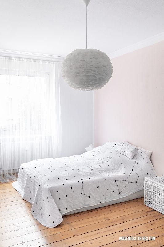 Schlafzimmer aufräumen Entrümpeln Marie Kondo Konmari -tagesdecke Sterne #mariekondo #konmari #minimalismus #schlafzimmer #aufräumen #magiccleaning