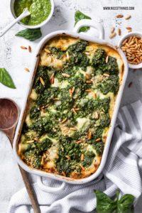 Lasagne vegan Rezept Spinat Pesto Linsen Bolognese vegane Béchamel #vegan #veganerezepte #lasagne #pasta #dinner #spinat #linsen #cleaneating #veganelasagne