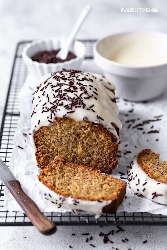 Bananenkuchen Rezept einfach mit Frischkäse Frosting und Schokoladen Streuseln #bananenkuchen #bananenbrot #bananabread #frischkäse #schokolade #frühstücksrezepte #kuchen #foodblogger