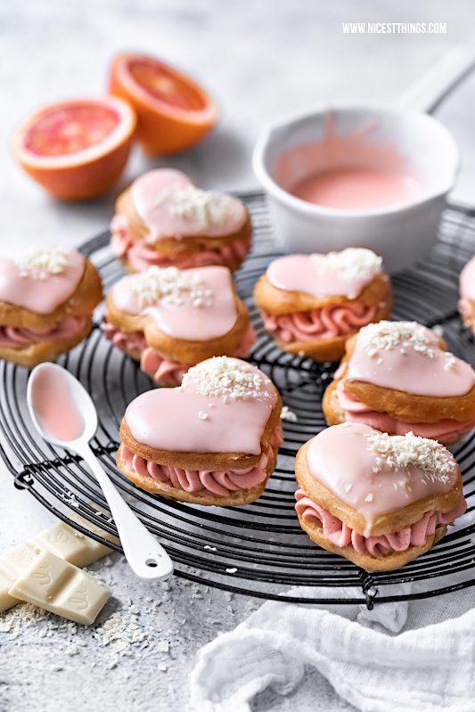Herz Eclairs Rezept: Blutorangen Éclairs weisse Schokolade Herz Eclairs Valentinstag #eclairs #blutorangen #valentinstag #valentines #valentinesday #galentines #bloodoranges #pastry foodblogger #chocolate #cake #hearts
