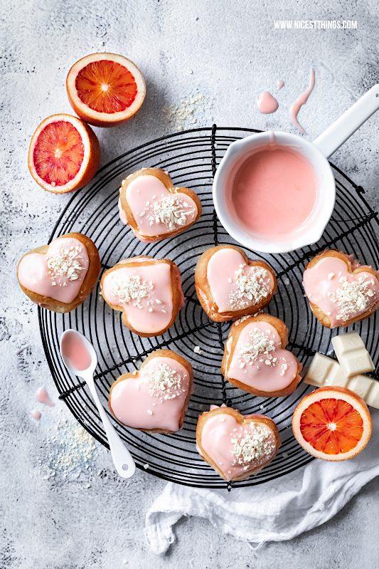 Eclairs Rezept: Blutorangen Éclairs weisse Schokolade Herz Eclairs Valentinstag #eclairs #blutorangen #valentinstag #valentines #valentinesday #galentines #bloodoranges #pastry foodblogger
