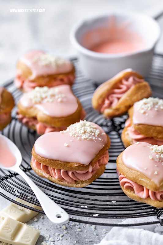 Blutorangen Éclairs Rezept weisse Schokolade Herz Eclairs Valentinstag #eclairs #blutorangen #valentinstag #valentines #valentinesday #galentines #bloodoranges #pastry foodblogger #chocolate #cake #hearts
