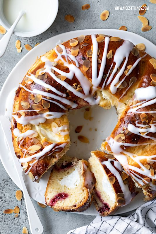Hefezopf Rezept Ostern Hefekranz gefüllt Quark Frischkäse Osterbrunch #hefezopf #rezept #hefekranz #ostern #osterbrunch #hefeteig #osterrezepte #backrezepte #easter #babka