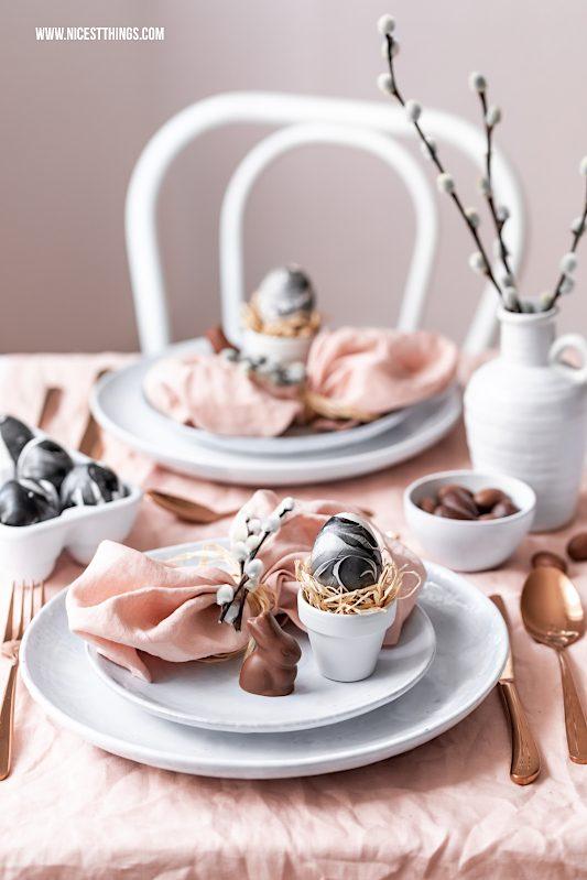 Ostereier marmorieren mit Nagellack Marmor Ostereier Tischdeko Ostern #ostereier #marmorieren #nagellack #marmor #ostern #osterndiy #diyostern #marble #marbleeggs #osterdeko #tischdekoostern