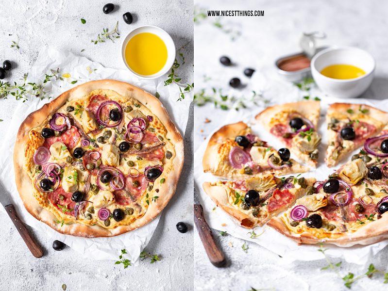 Weiße Pizza mit Kichererbsen Creme, Salami, kapern, Artischocken, Oliven und Sardellen