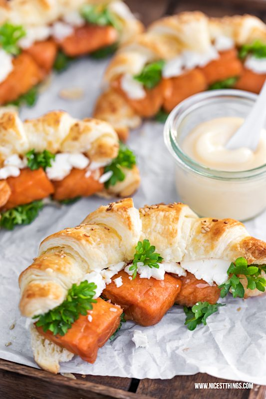Blätterteig Croissants herzhafte Croissants Rezept mit Stremel Lachs, Feta und Aioli #blätterteig #croissants #stremellachs #friedrichs #friedrichsfeinfisch #picknickrezepte #partyrezepte