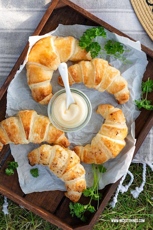 Blätterteig Croissants von oben, herzhafte Croissants Rezept #blätterteig #croissants #hörnchen #picknickrezepte #partyrezepte