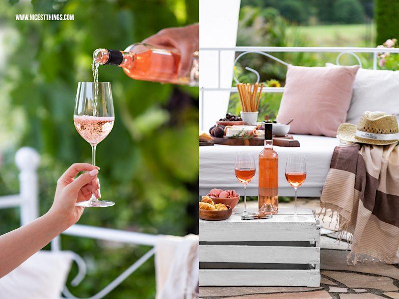 Rosé Wein Provence wird in Glas gegossen Aperitif auf der Terrasse
