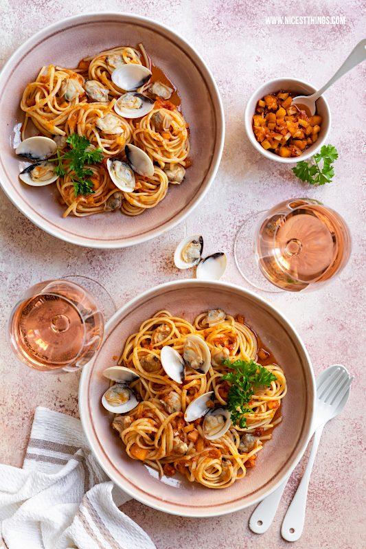 Werbung / Spaghetti alle vongole Rezept mit Roséweinen der Provence, Food Wine Pairing #spaghetti #vongole #pastarezepte #foodwinepairing #MyProvenceMoment #ProvenceWines #WinesOfProvence #LaVieEnRosé #Provence #Rosé #Roséwein #Wein #RoséweinderProvence