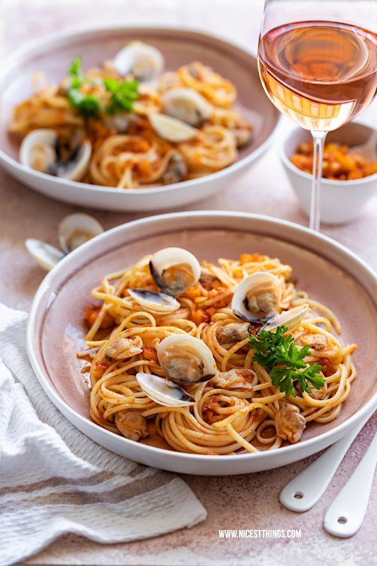 Werbung / Spaghetti alle vongole Rezept mit Roséweinen der Provence, Food Wine Pairing #spaghetti #vongole #pastarezepte #MyProvenceMoment #ProvenceWines #WinesOfProvence #LaVieEnRosé #Provence #Rosé #Roséwein #Wein #RoséweinderProvence