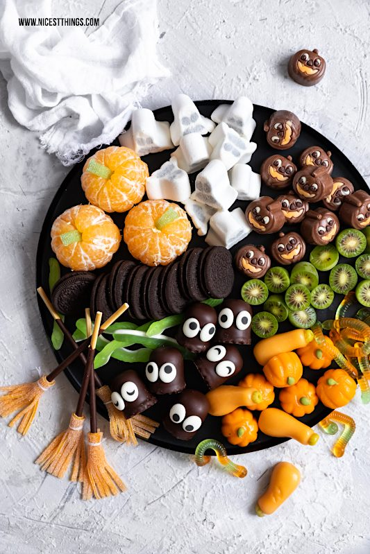 Halloween Fingerfood Halloween Candy Board Halloween Grazing Board Party #halloween #fingerfood #candyboard #grazingboard #halloweenparty