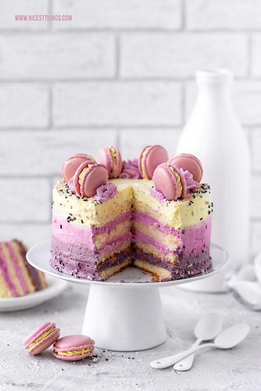 Macarons Torte Rezept Backen mit natürlichen Lebensmittelfarben von Eat A Rainbow #macarons #torte #macaronstorte #backen #eatarainbow #lebensmittelfarbe #rainbowcake #cake