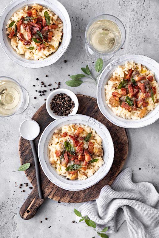 Maronen Risotto Rezept mit Stilfser Käse, Südtiroler Speck, Salbei mit Qualitaetsprodukten aus Suedtirol #risotto #maronen #maronenrisotto #salbei #stilfserkaese #speck #altoadige #QualitaetEuropa #EnjoyItsFromEurope #tastesouthtyrol