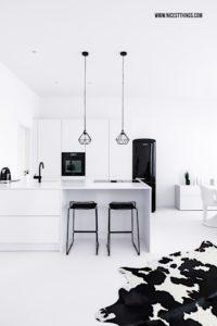 Offene Küche Loft Kitchen schwarz weiss Hay Hee Barhocker Industrial #kueche #kitchen #barhocker #hay #industrial