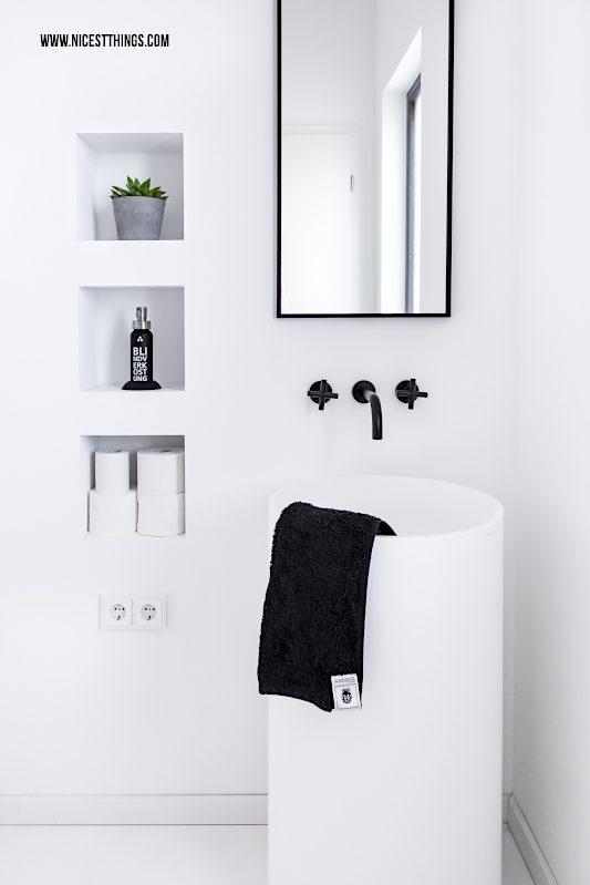 Gästebad schwarz weiss Badezimmer Spiegel schwarz eckig