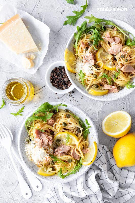 Spaghetti mit Thunfisch Pasta Rezept mit Zitrone, Kapern, Parmesan und Rucola #spaghetti #thunfisch #pasta #nudeln #zitronen #thunfischpasta #pastarezepte #parmesan #kapern #rucola #zitrone