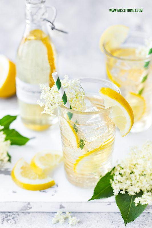 Holunderblütensirup ohne Zucker zuckerfrei kalorienarm kalorienfrei mit Erythrit Rezept #holunderblütensirup #holunderblüten #holunder #sirup #zuckerfrei #abnehmen #erythrit #zero #drink