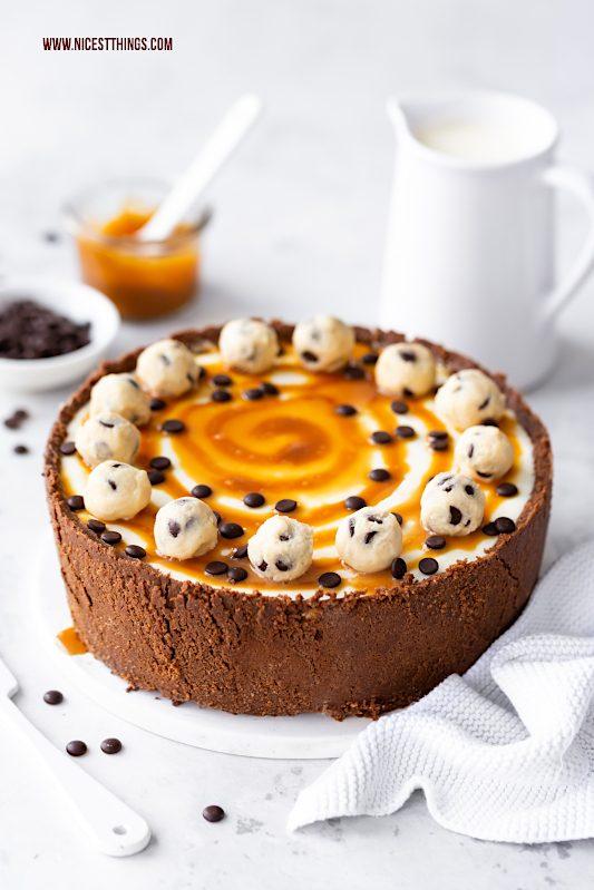 Cookie Dough Cheesecake Rezept Keksteig Käsekuchen mit Salted Caramel Swirl #cookie #cookiedough #cheesecake #keksteig #käsekuchen #caramel #saltedcaramel #karamell #salzkaramell