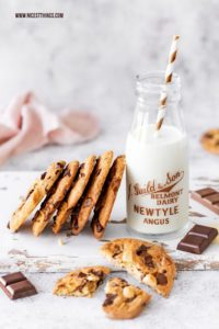Triple Choc Cookies Chocolate Chip Cookies Rezept Baileys Macadamia #cookies #chocolate #chocolatechipcookies #baileys #macadamia