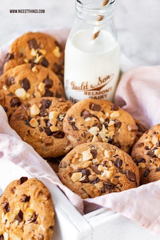 Triple Choc Cookies Chocolate Chip Cookies Rezept Baileys Macadamia #cookies #chocolate #chocolatechipcookies #baileys #macadamia