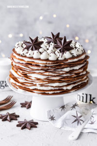 Crepe Kuchen Crepes Torte Crepes Kuchen Crepe Torte Pfannkuchen Torte Rezept zu Weihnachten mit Schokolade #crepes #crepe #crepekuchen #crepeskuchen #crepetorte #crepestorte #weihnachten #torte #weihnachtstorte #pfannkuchen #pfannkuchentorte