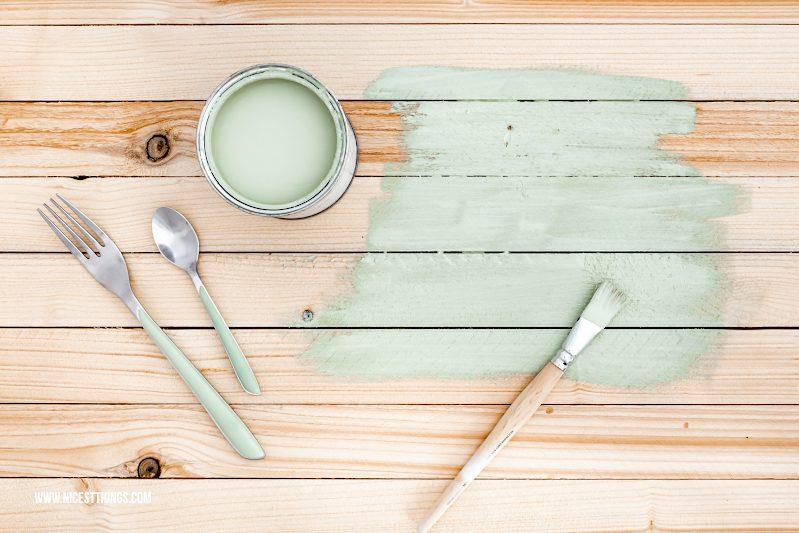 Holzbrett Fotountergrund grün streichen