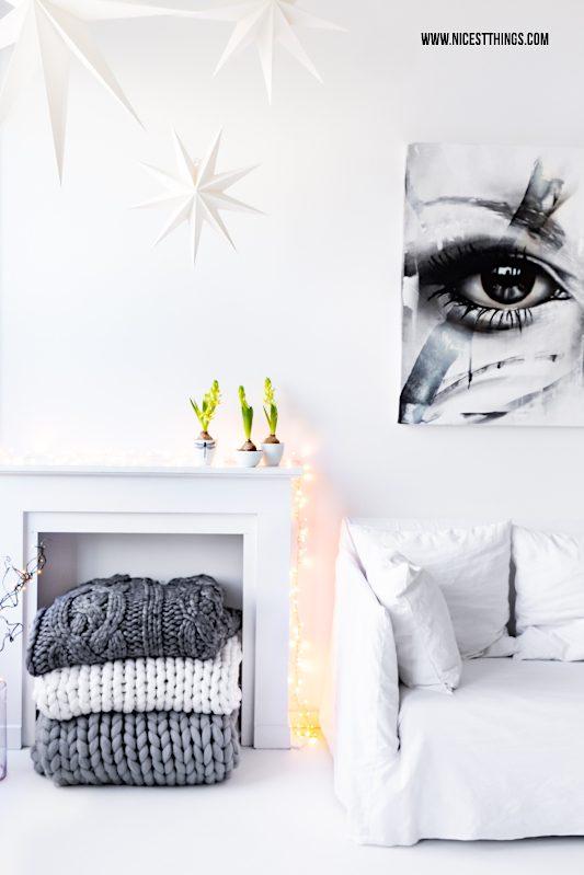 Wohnzimmer weiß Kaminkonsole Gervasoni Ghost Sofa Papiersterne PRSNR Art Kunstwerk #interior #loft #wohnzimmer #weiß #white #chunkyknit #kaminkonsole #gervasoni #ghost #prsnrart #prsnr