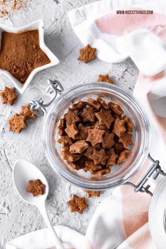 Zimt-Cornflakes selber machen vegane Zimt Cerealien Rezept Cini Minis Frühstück Bowl #zimt #cornflakes #cerealien #zimtcornflakes #zimtcerealien #vegan #veganerezepte #frühstück #bowl