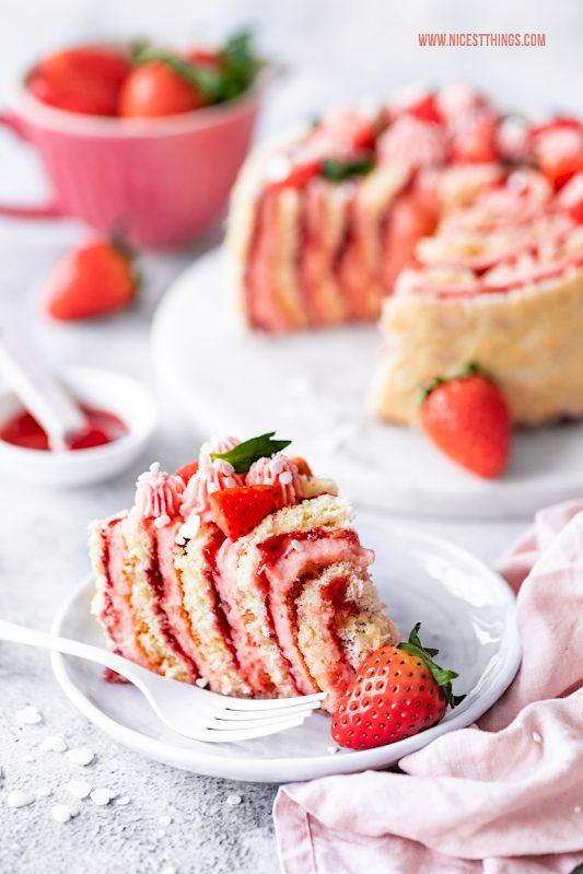 Wickeltorte Erdbeeren Rezept Torte Sombrero Mexicano Likör #wickeltorte #erdbeeren #torte #rezept #rollcake #sombrerolikör #erdbeerlikör #sombreromexicano #tequilalikör #erdbeerliebe #erdbeerenliebe #tequila