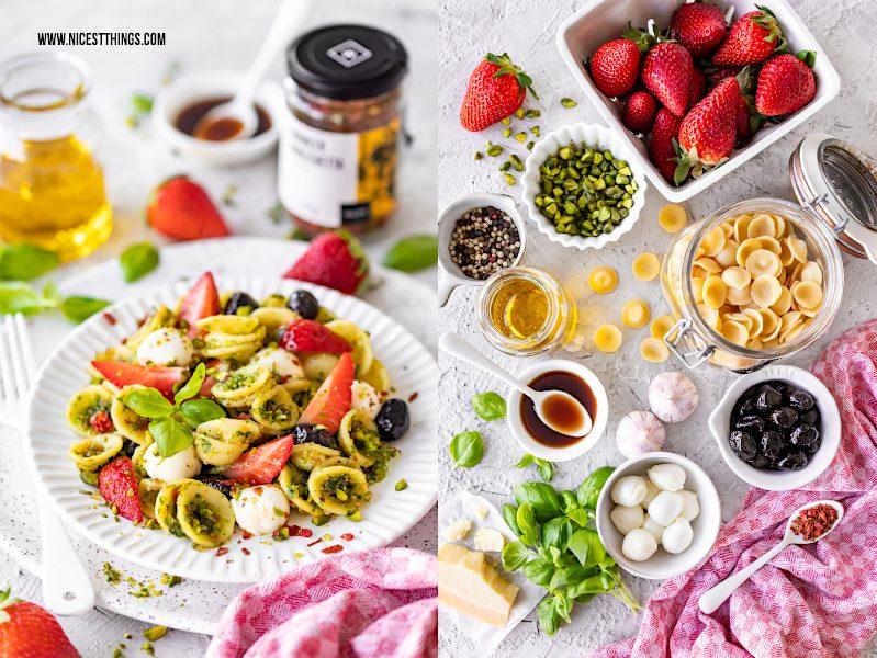 Nudeln mit Erdbeeren Erdbeernudeln Erdbeerpasta Pasta mit Erdbeeren Pistazien Pistazienpesto Mozzarella schwarze Oliven Basilikum Wajos Frühling #erdbeeren #pasta #nudeln #erdbeerpasta #erdbeernudeln #frühlingsrezept #frühling #pistazien #pistazienpesto #oliven #mozzarella #basilikum #wajosessig #wajoscrema