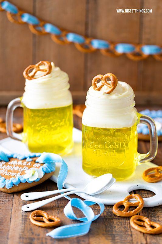 Bier Dessert Göttespeise Oktoberfest Party zu Hause Brezel Girlande #dekorieren #oktoberfest #party #einladung #brezeln #bierdessert #götterspeise #DrOetker #Lebkuchenherz
