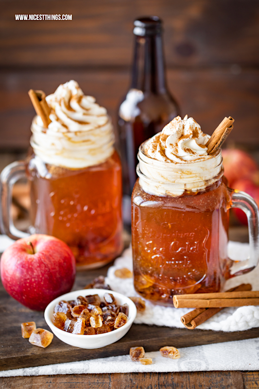 Apfelpunsch Rezept mit Malzbier, Zimt, Kandis und Sahnehaube Punsch #apfelpunsch #punsch #malzbier #zimt #kandis #diamantzucker #glülckisthomemade